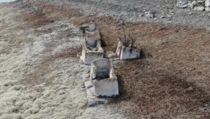 Sivas'ta baraj suları çekildi, mezarlık ortaya çıktı